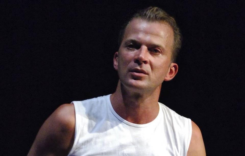"""Актер театра """"Гоголь-центр"""" скончался на 52-м году жизни."""