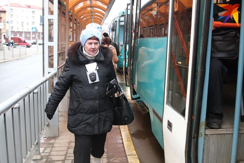 Обязаны ли контролеры общественного транспорта носить фирменные жилеты?