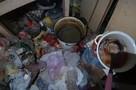«Жесть полная»: В Саратове мальчик с мамой живут в заваленной мусором квартире
