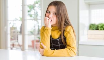 Ребенок грызет ногти: как отучить и почему это происходит
