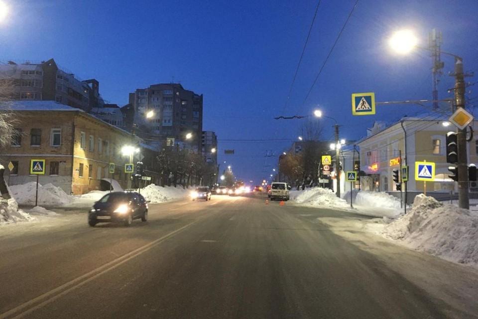 Авария произошла напротив дома №54 на улице Ленина. Фото: vk.com/gibdd43