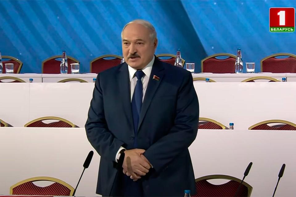 """Лукашенко на ВНС: «Будем сидеть в этом зале до тех пор, пока люди не поймут, чего мы от них хотим». Кадр телеканала """"Беларусь 1""""."""