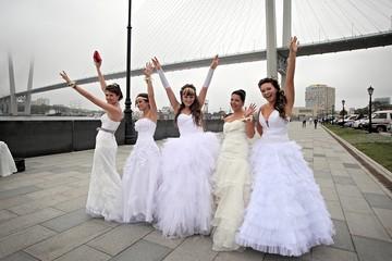 Четыре месяца не есть, не пить, не одеваться: во сколько в России обходится обычная свадьба