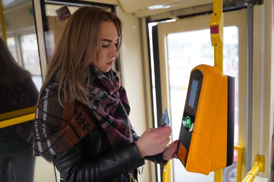 Теперь пассажирам не придется ждать кондуктора или протискиваться через весь салон к водителю для оплаты проезда.