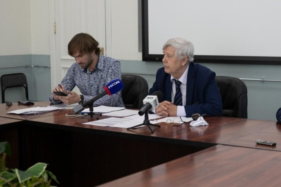 Лев Коршунов (слева).
