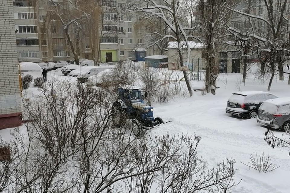 Проверки качества уборки брянских дворов проводят и в выходные дни.
