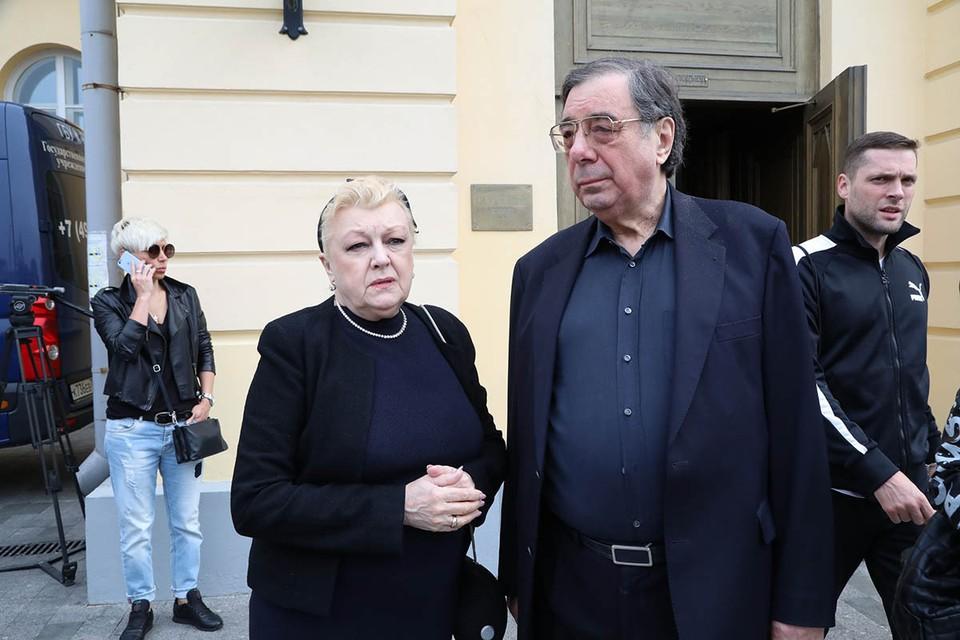 Похоже, прошлое Натальи Дрожжиной и Михаила Цивина, обвиняемых в афере с наследством Баталова, может оказаться не менее темным, чем настоящее.