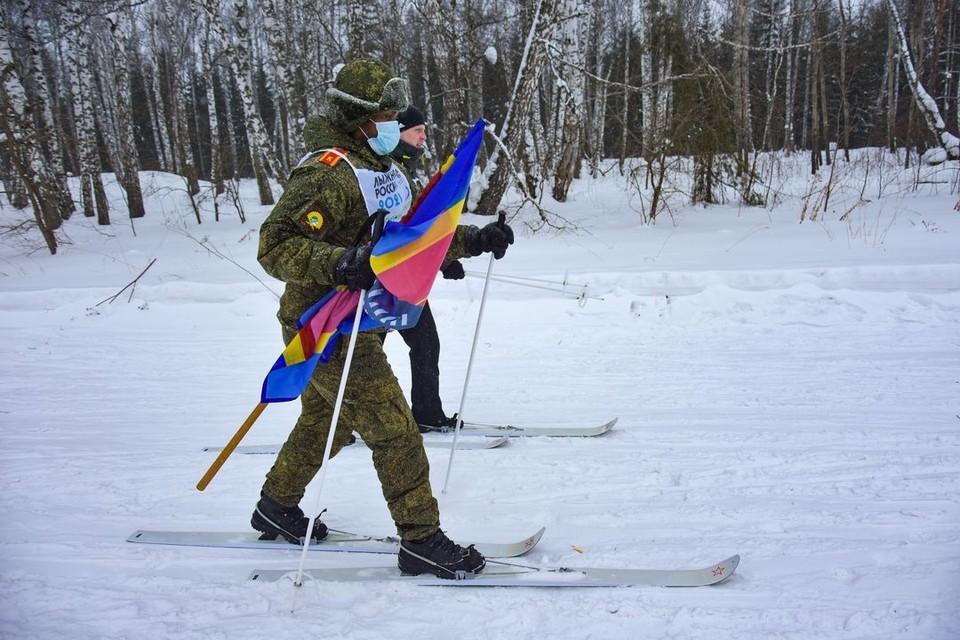 Многие иностранцы впервые встали на лыжи.