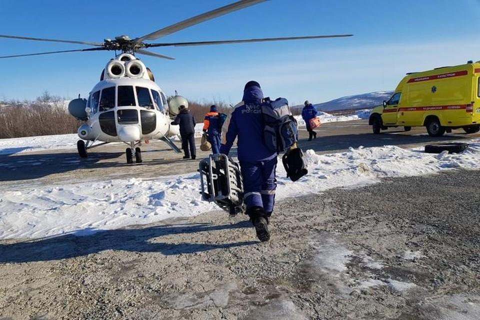 Утром, 15 февраля, на место вылетел вертолет Ми-8 со спасателями и медиками на борту