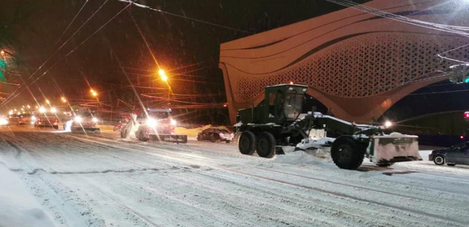 Военную технику привлекли к уборке Нижнего Новгорода от снега. ФОТО: Администрация г. Н. Новгорода
