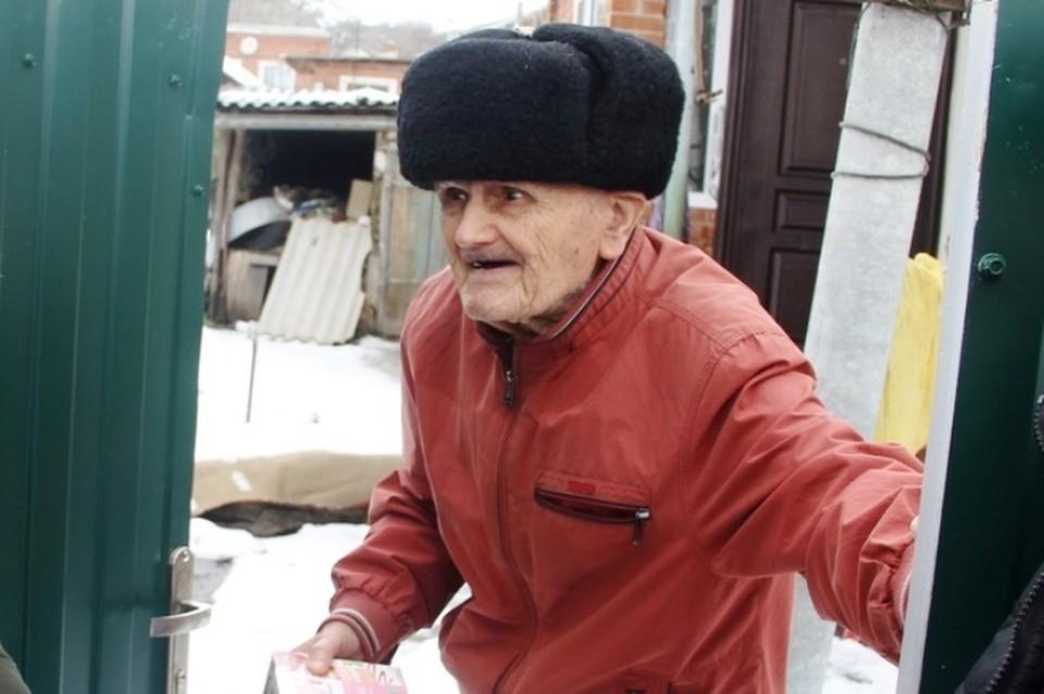 """Алексею Михайловичу в сентябре 2020-го исполнился 101 год. Фото: Молодежный центр """"Светофор""""."""