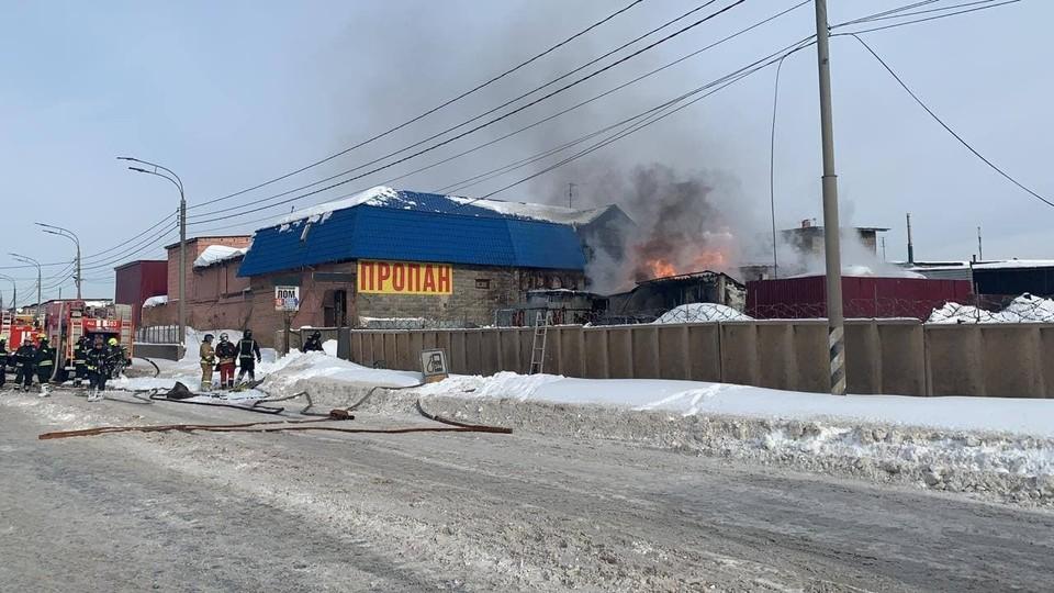 Взрыв двух резервуаров с топливом с последующим горением на площади 50 кв. м произошел на газовой заправке в Новой Москве