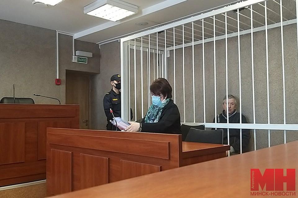 """Мужчине, который запенил входную дверь и почтовый ящик сотрудника милиции дали 1,5 года лишения свободы. Фото: """"Минск-Новости"""""""