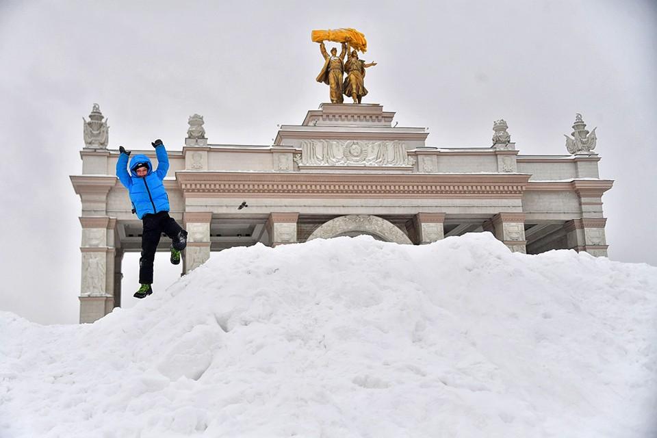 Синоптики рассказали, какой погода будет в ближайшие дни и стоит ли ожидать в Москве сильных морозов.