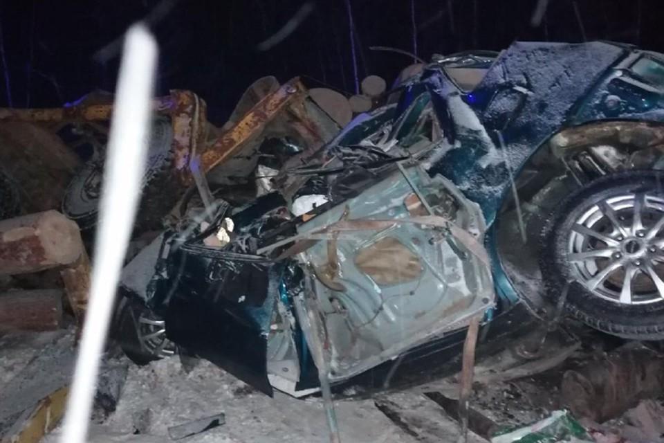 Четыре человека погибли в столкновении рейсового автобуса и Тойоты на трассе в Иркутской области