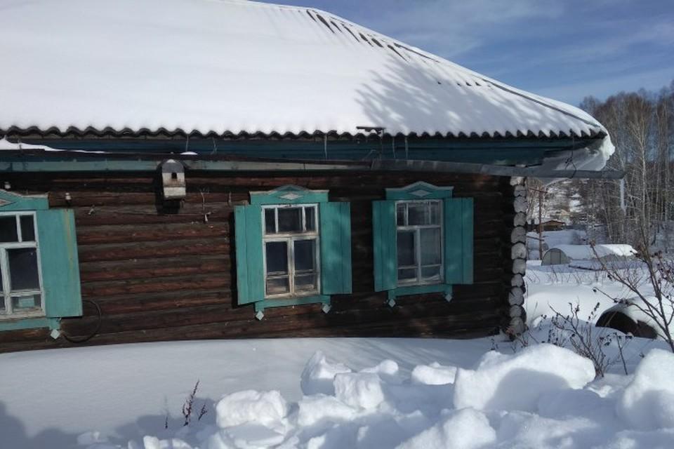 84-летняя женщина погибла под рухнувшим с крыши снегом в Кузбассе