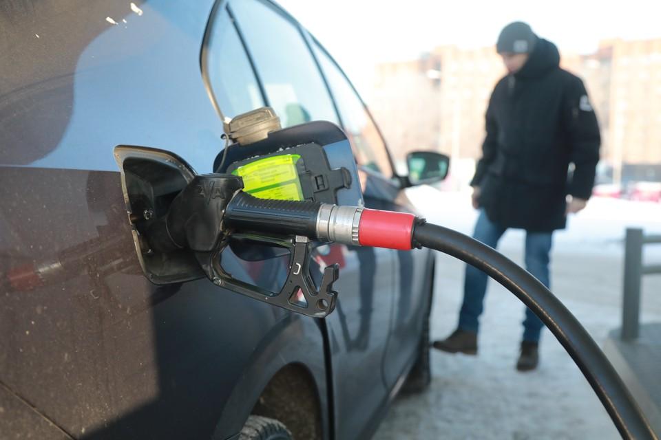 Платим больше, чем в Москве: Почему в Калининграде снова дорожает бензин
