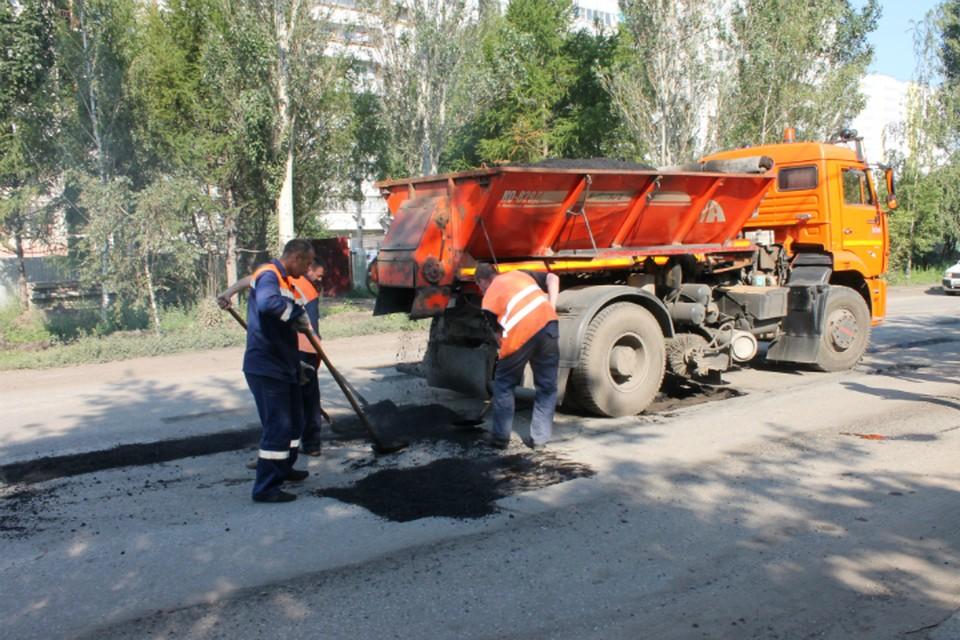 Асфальт предназначался для ремонта дороги в Кировском округе. Фото: пресс-служба Администрации Омска