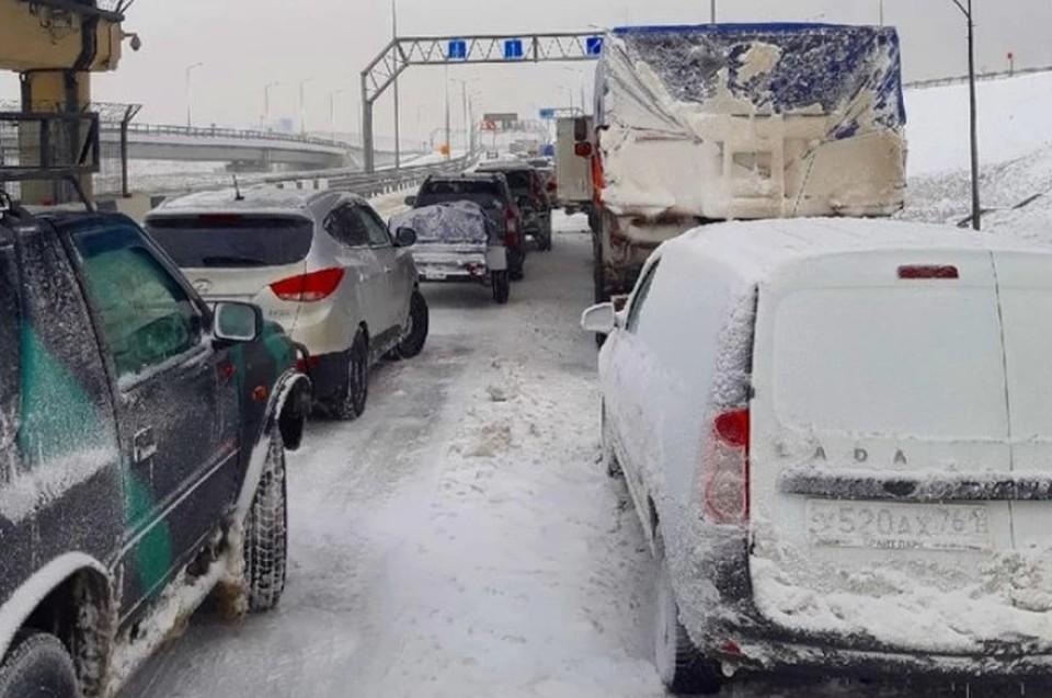 Это необходимо для того, чтобы привести трассу в нормативное состояние. Фото: Черный список Симферополь / ВК