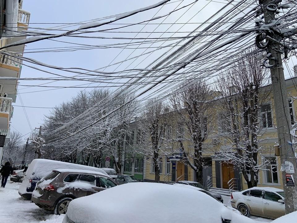 Наледь на проводах вызвала перебои в работе электричества