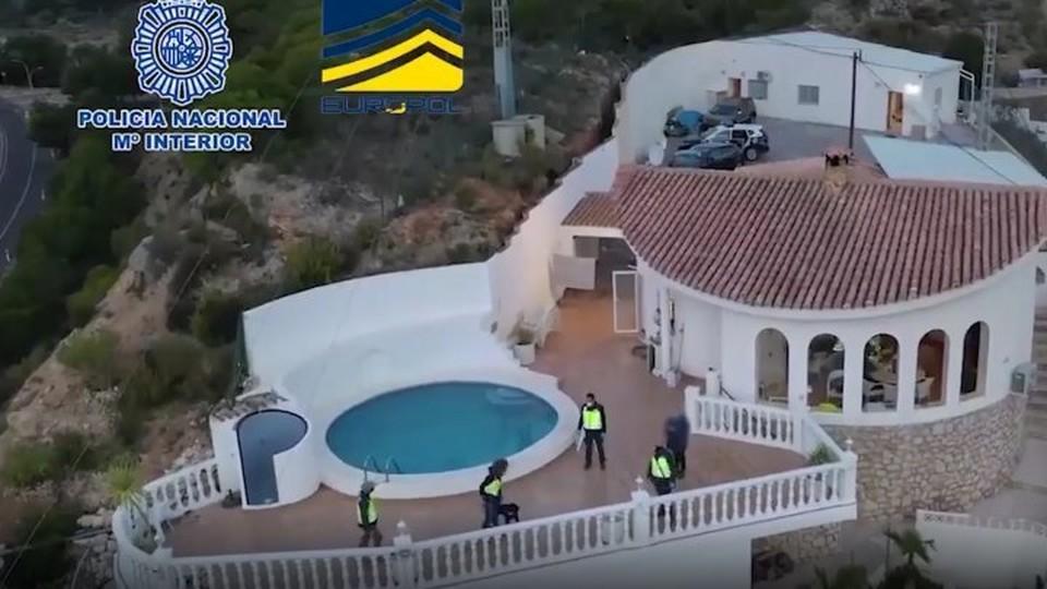 Всего было задержано 17 человек (Фото: национальная полиция Испании).