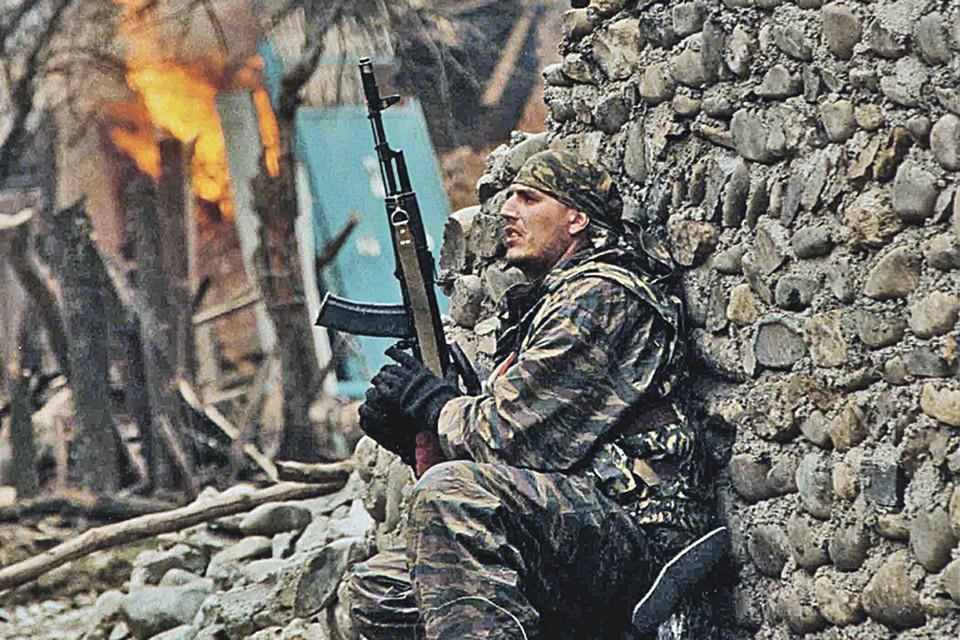 По официальным данным, только в «первую чеченскую» (декабрь 1994-го - август 1996-го) погибли 3860 военнослужащих ВС РФ и 1872 сотрудников МВД. И еще 17 892 человека были ранены.