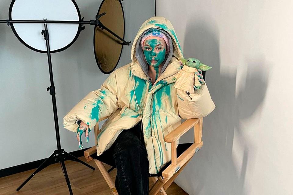 Дарья Зотеева пожаловалась, что ее облили зеленкой в Москве.