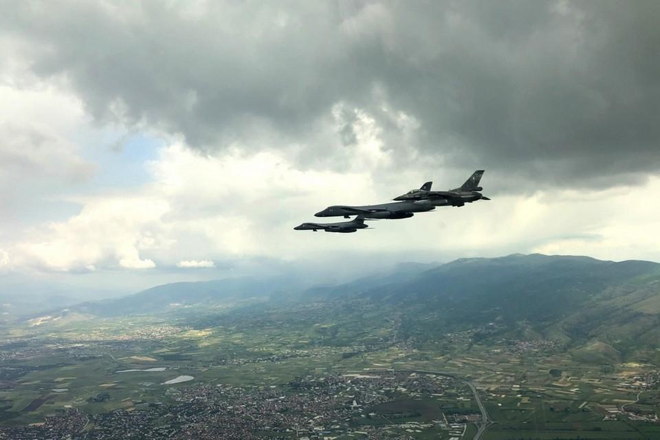 Самолеты НАТО с районе Черного моря.