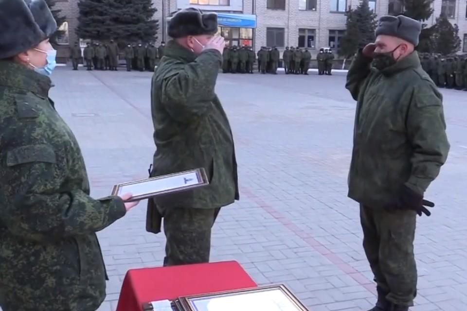 Военнослужащих наградили по случаю Дня защитника Отечества. Фото: НМ ЛНР