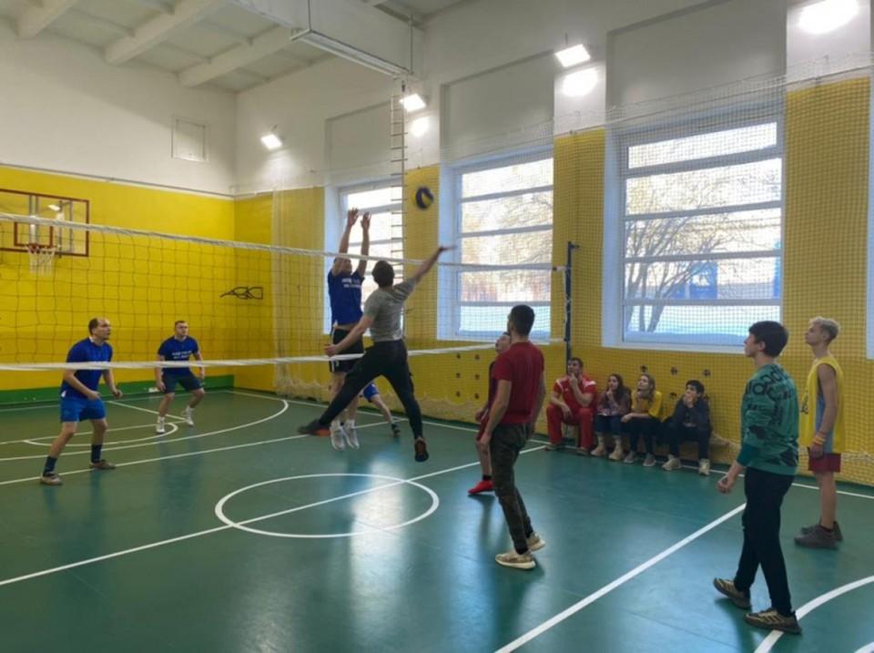 Сотрудники калужской полиции сыграли в волейбол с воспитанниками Азаровского детского дома