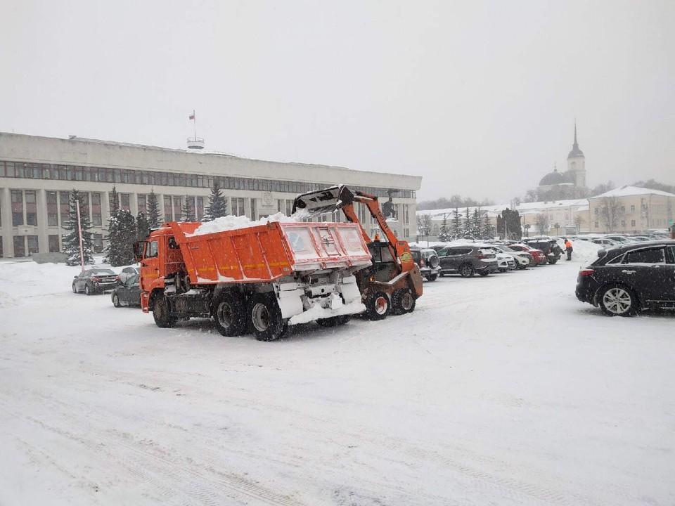 Уборка Калуги от снега продолжается