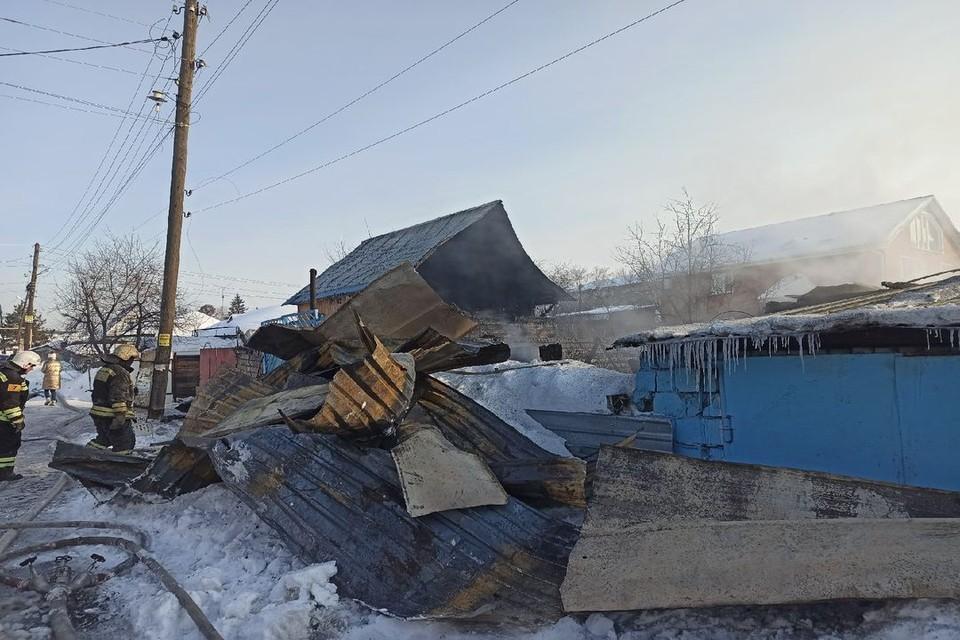 Под завалами сгоревшего дома нашли тела двух детей.