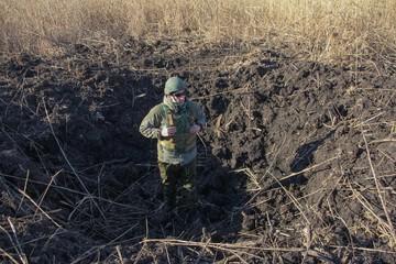 Воронки с человеческий рост: Ситуация в Донбассе все больше обостряется