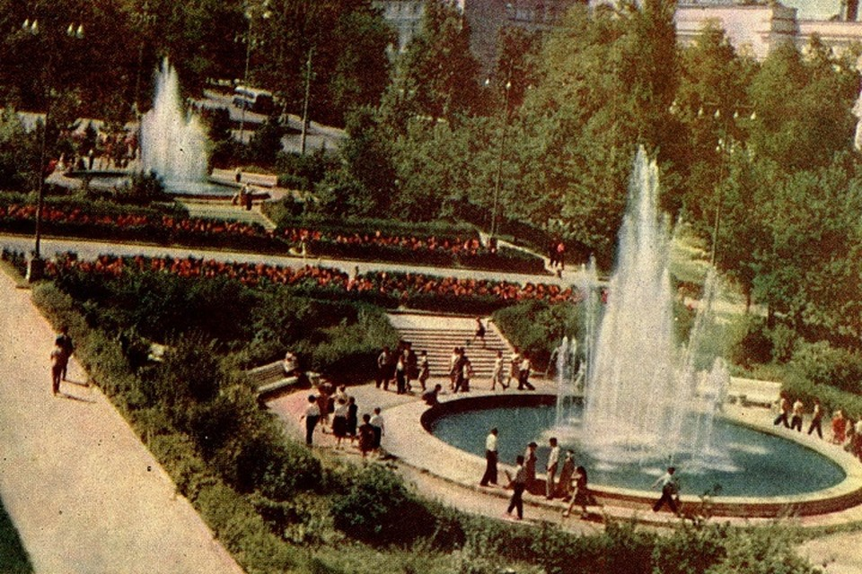 Сквер на Коммунистическом проспекте.