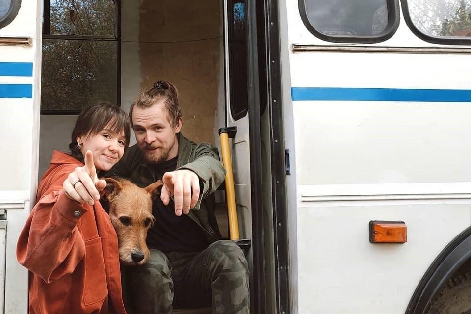 Пара вместе с псом Шанти колесит по миру, работает удаленно и радуется жизни. Сейчас семья-путешественников отдыхает в Кисловодске, побывали уже и в Железноводске