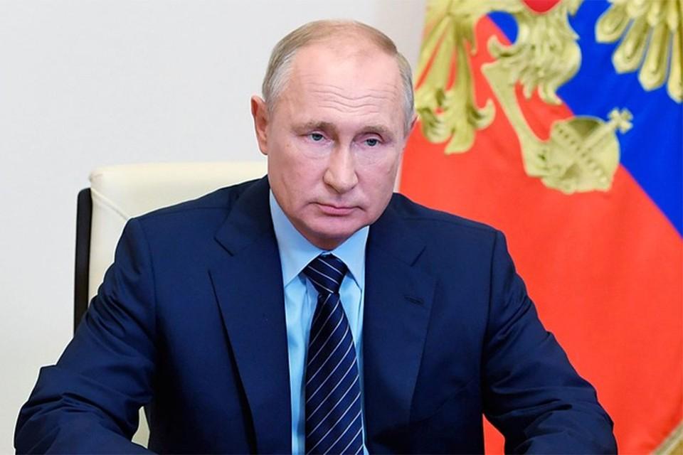 По данным Всероссийского центра изучения общественного мнения, президенту доверяют 65-66% россиян.