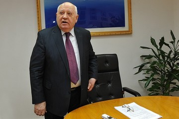 Юбилейная шутка Михаила Горбачёва: Вы еще не похоронили меня? А интервью - печатайте, договорились...