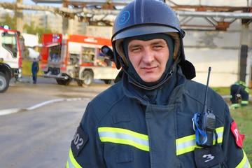 Лед трещал под ногами: в Орле пожарные спасли из полыньи мужчину с собакой