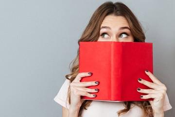 Лучшие книги в подарок на 8 марта: Молодость навсегда, шедевры своими руками и горячие рокеры