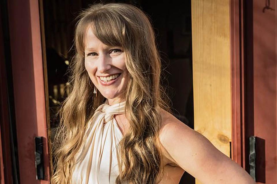 35-летняя жительница Атланты (штат Джорджия) Мег Тейлор-Моррисон после расставания с бойфрендом не захотела менять планы и сыграла свадьбу в намеченный день – в Хэллоуин 2020 года.