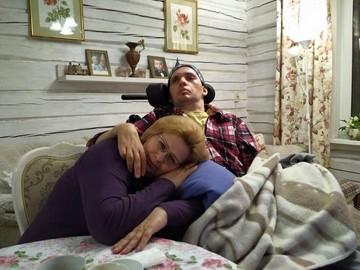 Парализованный актер Алексей Янин разучился улыбаться и с трудом говорит