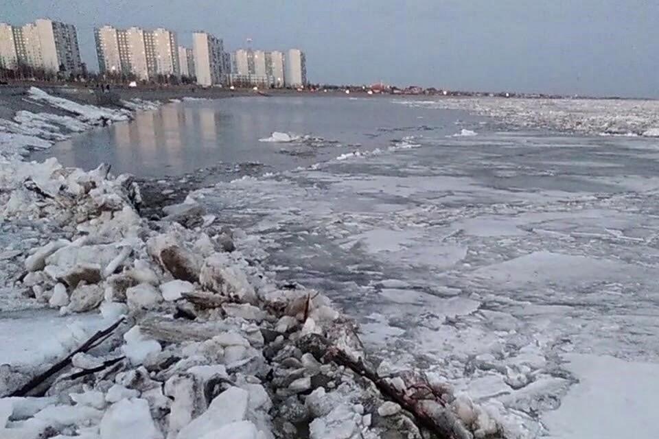 Пожар на реке Обь под Нижневартовском: произошла авария на трубопроводе, за ЧП следят экологи