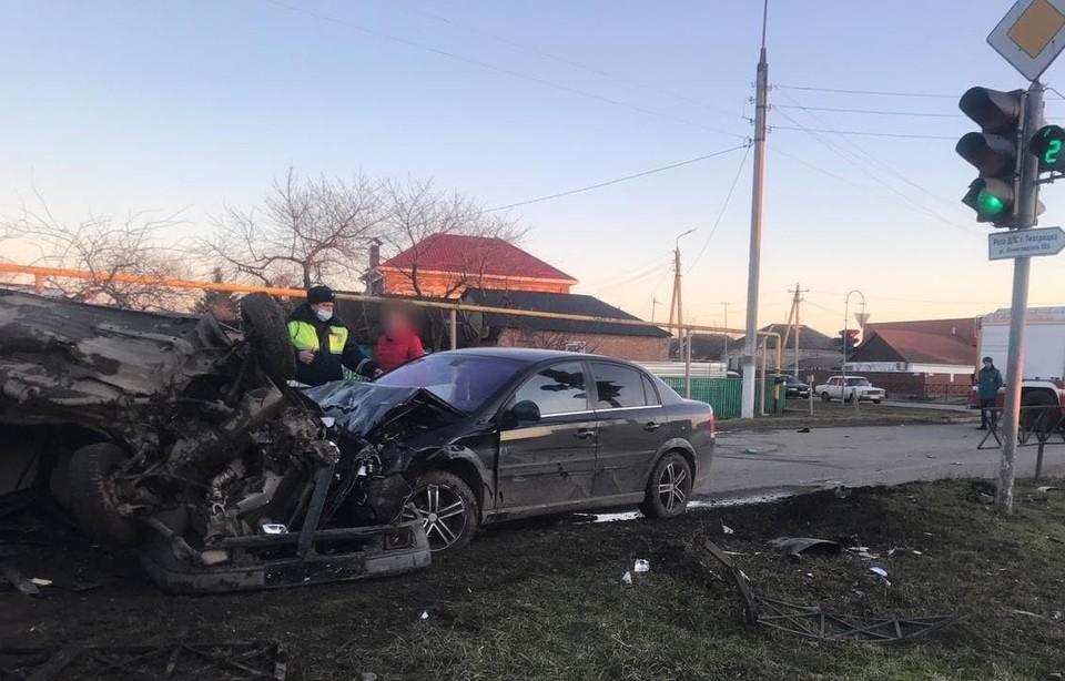 Двое погибли, ребенок с мамой в больнице: Пьяный полицейский устроил смертельное ДТП на Кубани