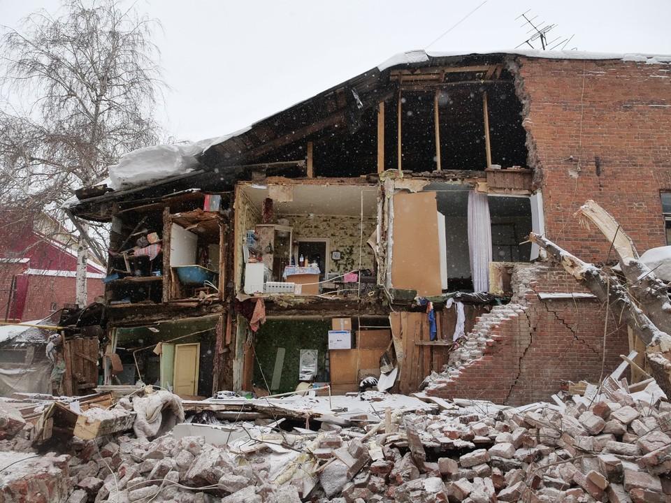 У дома просто отвалилась стена