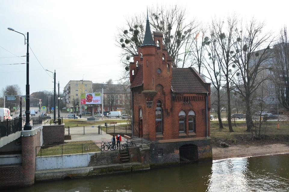 В народе это здание часто называют Домом барона Мюнхгаузена. Но барон здесь не ночевал.