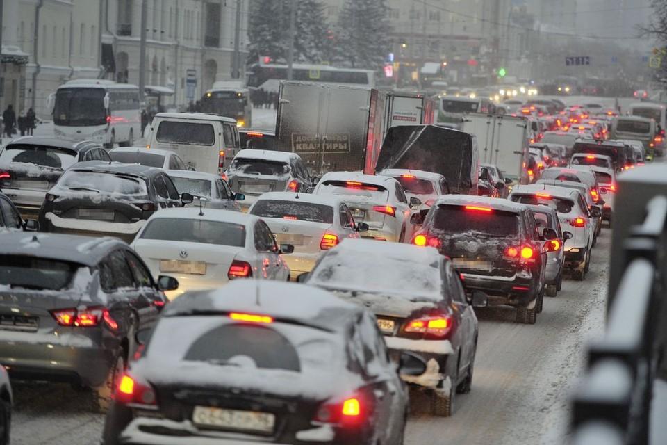 Новосибирск встал в 7-балльных пробках.