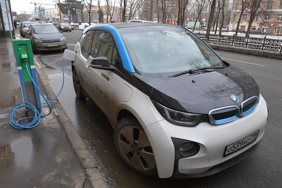 Пока в городе насчитывается 45 электромобилей, но интерес к ним растет.