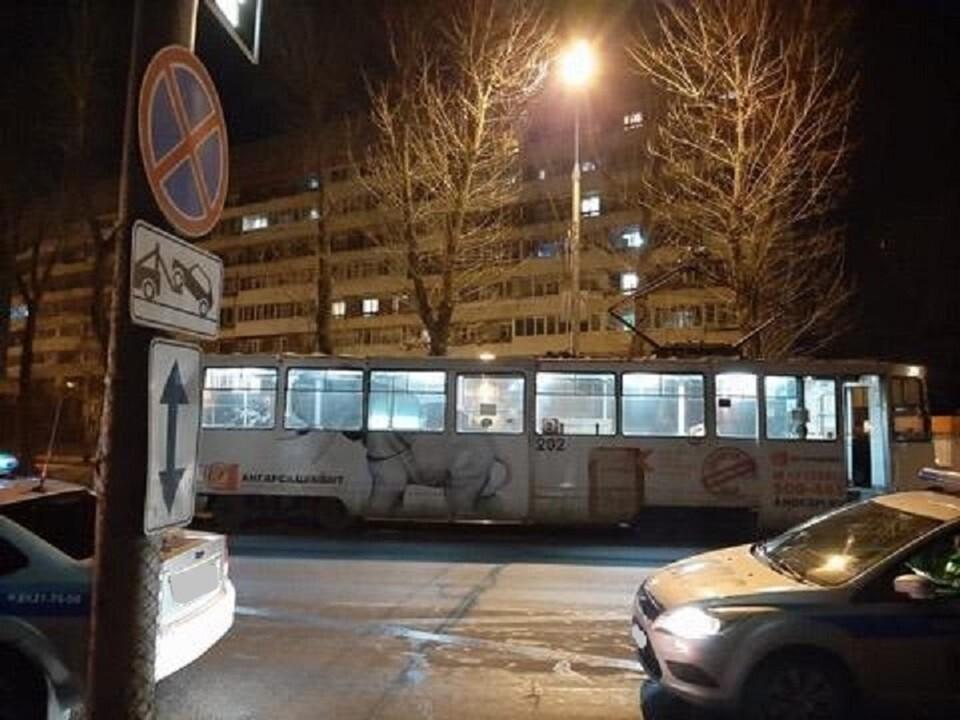 Трамвайная остановка, где под колесами Мерседеса погибла женщина.