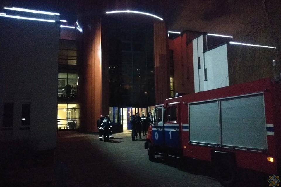 ЧП с хлором в минском спорткомплексе: более 80 человек эвакуированы, один попал в больницу. Фото: МЧС