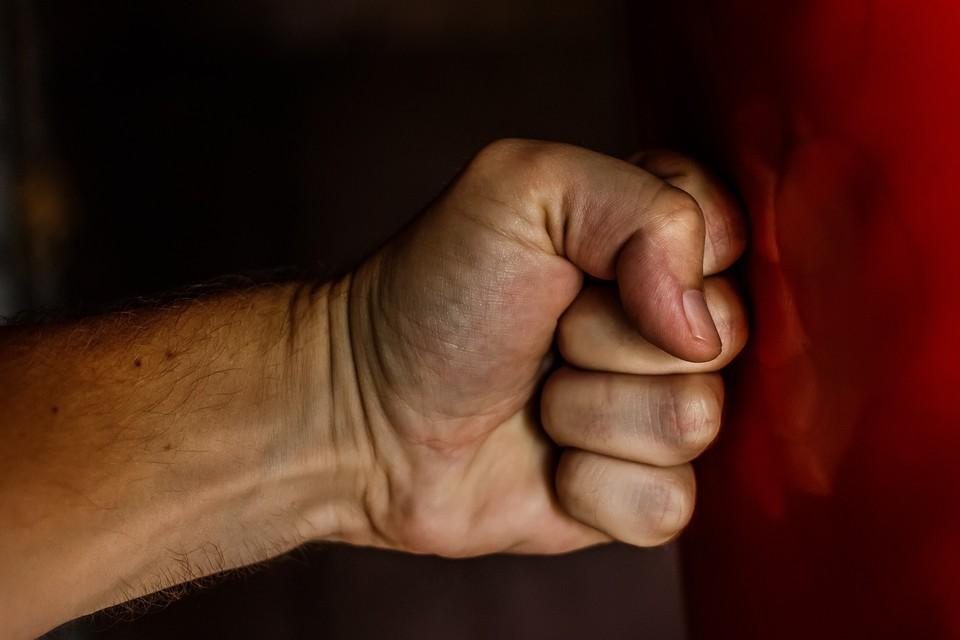 Пьяный подсудимый несколько раз кулаком ударил по лицу инвалида в Удмуртии